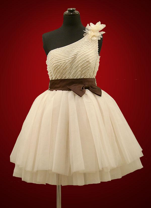 《新作のミニ丈ドレス》